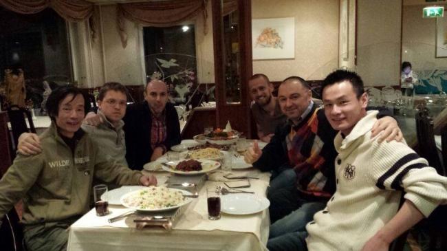 In vizita la Yong Lin , cel mai bun zburator de fond de o zi din Olanda in 2013 !!! Dupa vizita Yong ne-a oferit o cina copioasa in restaurantul detinut de catre familia lui