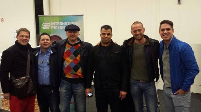 De la stanga la dreapta : Nikolaas Gyselbrecht , Marcel Sangers , Florea Sorin , Lorenzo Van Russel , Dinu Mihai si Thomas Gyselbrecht sau fratia romano-olandezo-belgiana !!! ( Expo Houten )