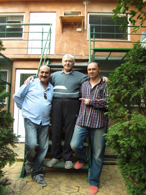 """Eros Carboni , Florea Sorin , si nu in ultimul rand omul si campionul pentru care s-au realizat aceste investitii de domeniul fantasticului : Nea Ion """"Mazare"""" ; Bucuresti 2012"""