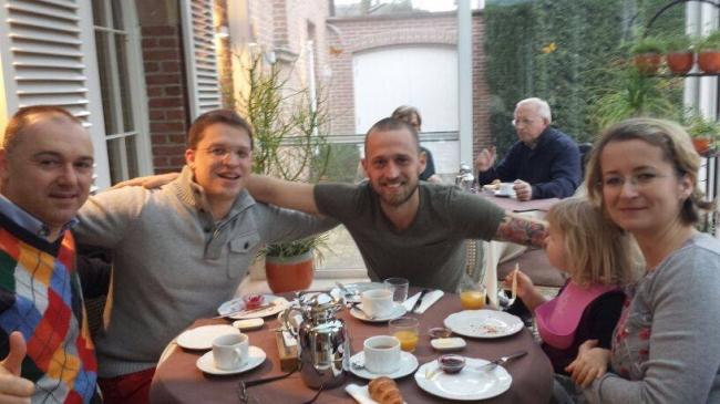 Fratia belgiano-romana : Florea Sorin , Dinu Mihai si Nikolaas Gyselbrecht  impreuna cu sotia Jana si fetita Amalia